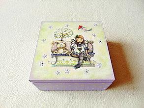 Krabičky - Drevená krabička Dievčatko v parku - 13140294_