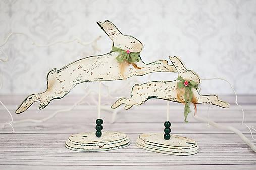 Dekorácie - Drevený zajačik na stojane - 13144223_