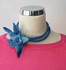 Náhrdelníky - Náhrdelník bledomodrý kvet - 13143690_