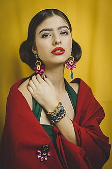 Náušnice - Šujtášové farebné náušnice Frida s červenou slzou - 13150863_