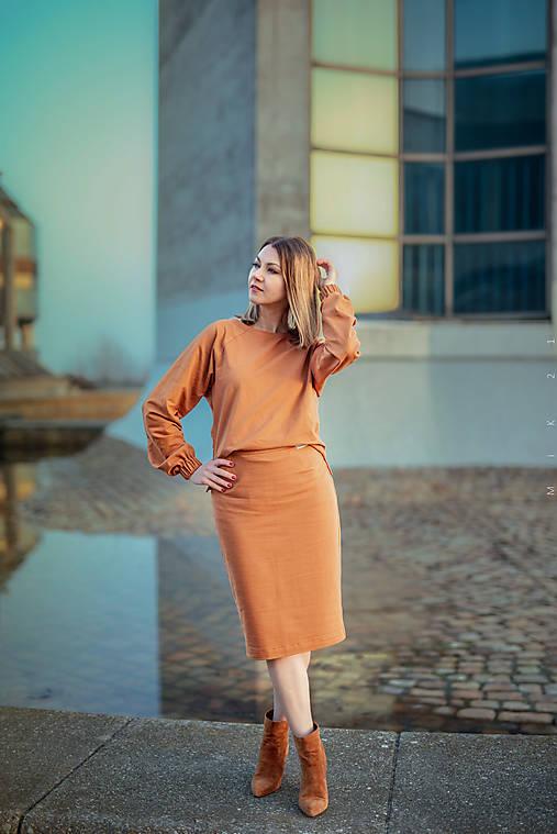 Škoricový set – mikina a sukňa