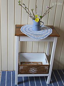 Nábytok - Odkladací stolík s čipkovanou debničkou - 13151618_