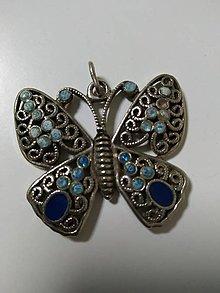 Náhrdelníky - Kovový prívesok - modrý motýľ - 13153635_
