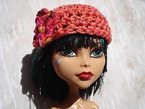 Hračky - Háčkovaná šik baretka pre Monster, Barbie - 13152872_