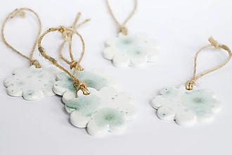 Dekorácie - Bielo-zelené kvety - 13158070_