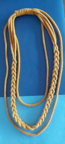 Náhrdelníky - Textilný šperk s vrkočom - 13160606_