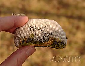 """Brošne - brošňa: """"J e l e n č e k y"""" v tráve - 13166863_"""