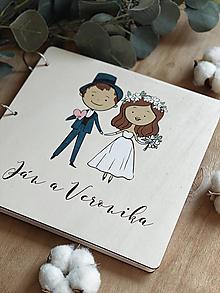 Papiernictvo - Svadobná kniha hostí, drevený fotoalbum - párik maľovaný - 13168630_