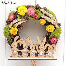 Dekorácie - Veľkonočný venček s veselými zajačikmi - 13169095_