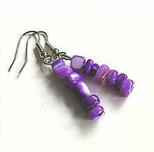 Náušnice - Náušnice zo zlomkov perlete, fialové - 13167266_