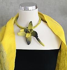 Náhrdelníky - Náhrdelník žoľtovo sivý kvet - 13167875_