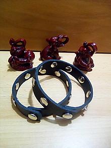 Náramky - Kožený náramok - čierny, nitovaný, rozopínateľný - 13169098_