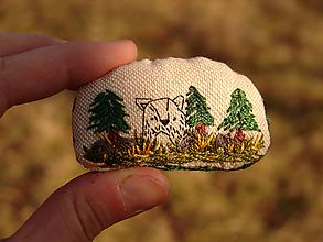 """Brošne - brošňa: """"M a c o"""" v lese - 13171467_"""