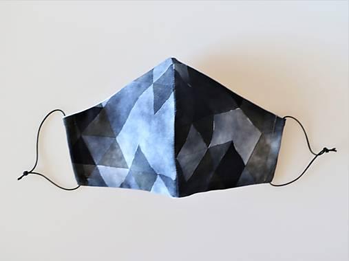 Dizajnové rúško trojuholníky čierne prémiová bavlna antibakteriálne s časticami striebra dvojvrstvové tvarované