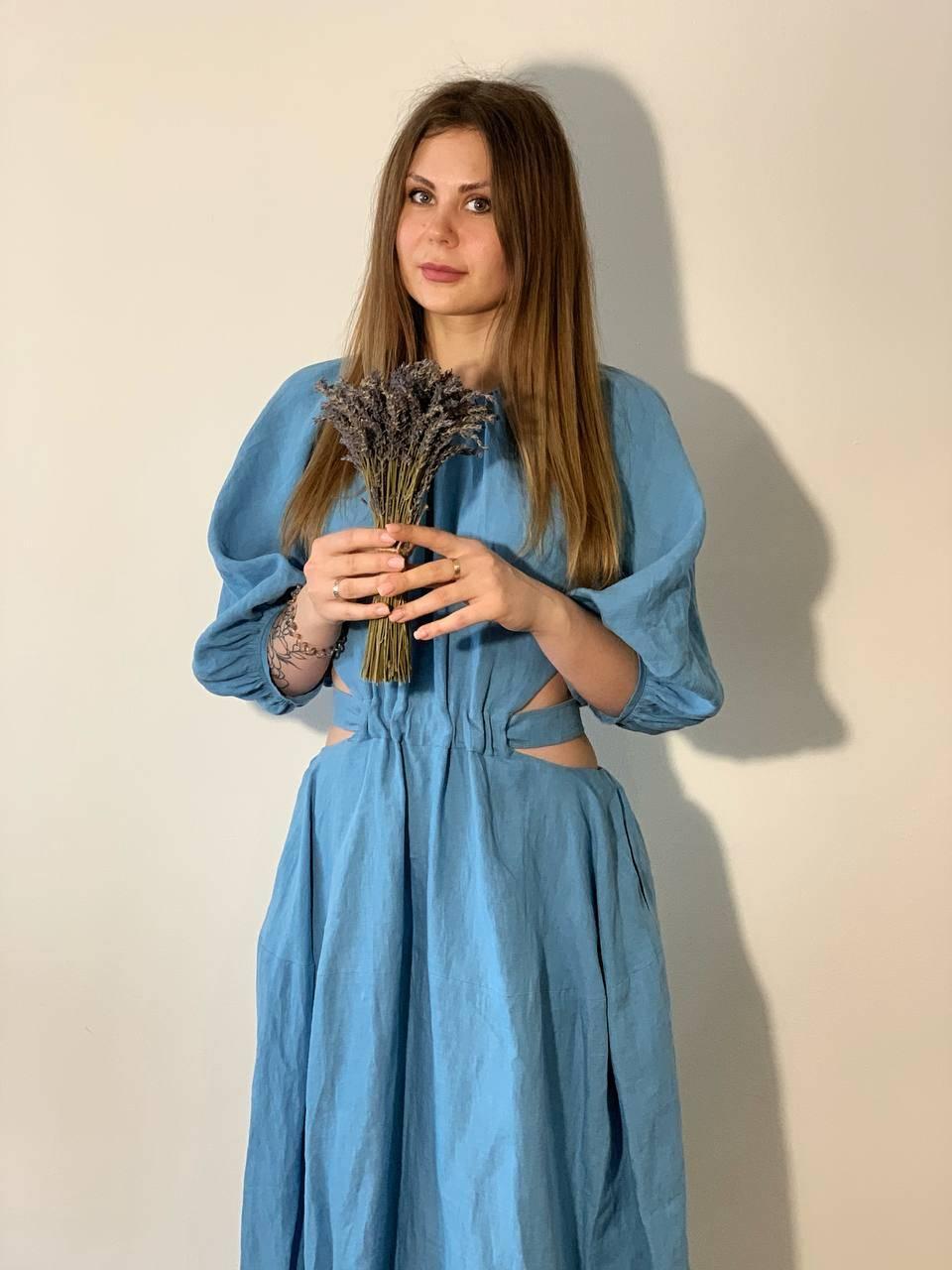ľanové šaty jedinečného strihu