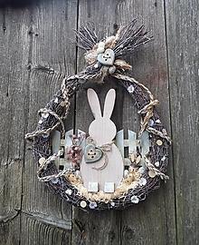 Dekorácie - Veľkonočná dekorácia z brezového prútia so zajačikom - 13178677_