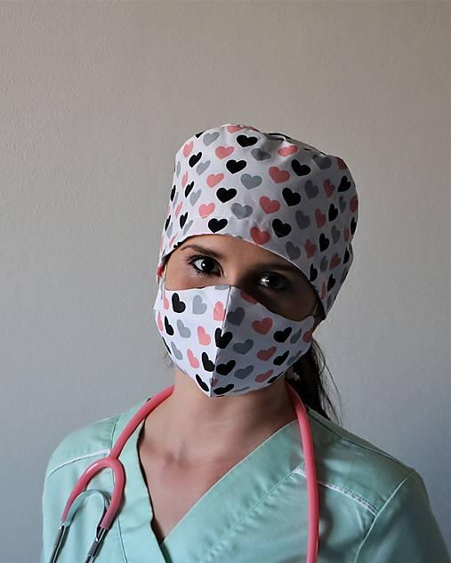 Dizajnová operačná / chirurgická čiapka srdiečka