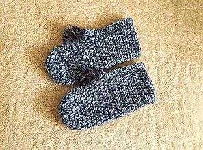 Obuv - Ručne háčkované papuče s brmbolcom TMAVÉ STRAKANE - 13179487_