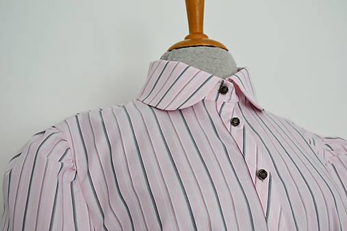 Ružovkasté košeľové šaty s prúžkami a viazaním v páse