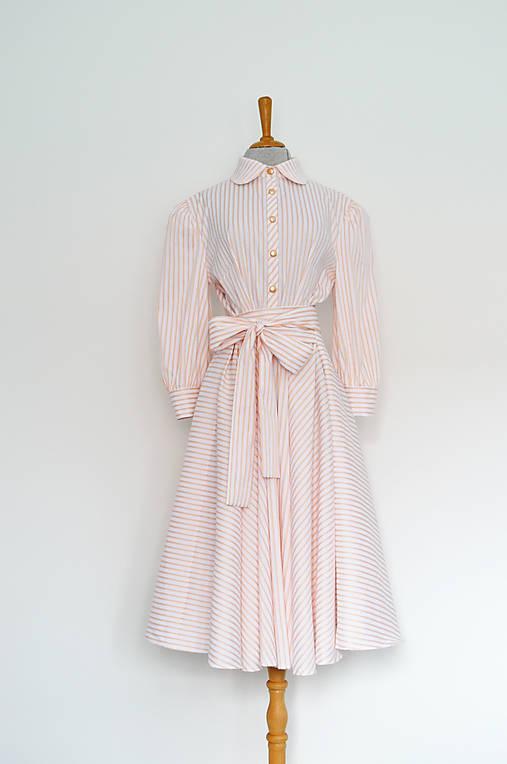 Lososové košeľové šaty s prúžkami a viazaním v páse