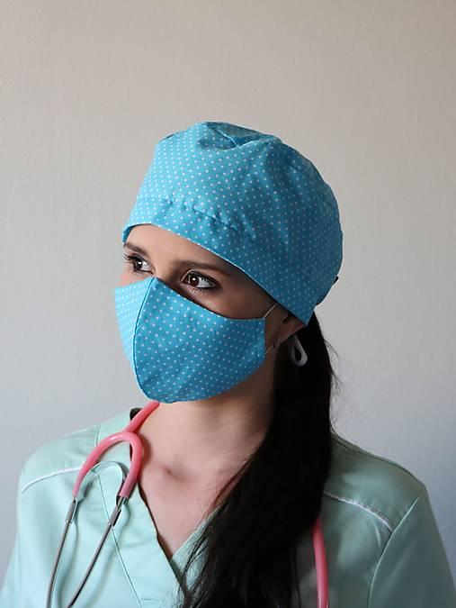 Dizajnová operačná / chirurgická čiapka bodky na tyrkysovej