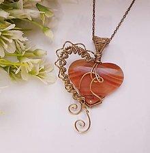 Náhrdelníky - Drôtikovaný prívesok - srdce - karneol - 13184905_