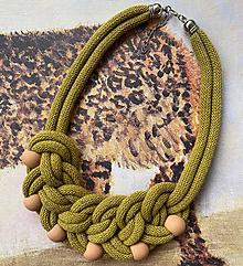 Náhrdelníky - Kiwi uzel s korálky - 13184118_