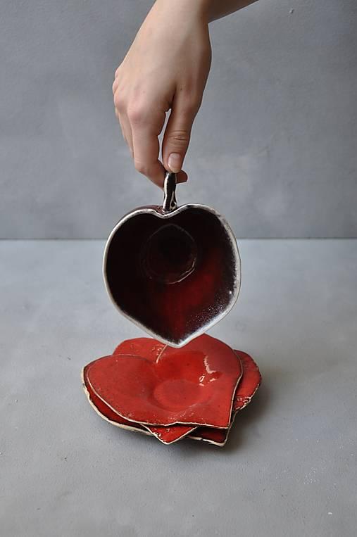 šálka červená srdce