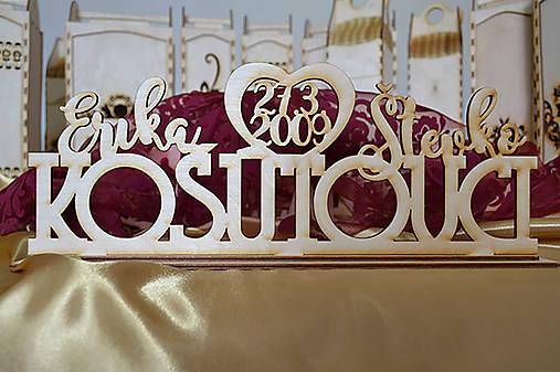 Svadobný drevený stojanček (Novomanželia)
