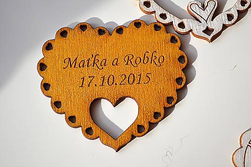 Svadobná drevená magnetka (srdce v srdci zlatá)