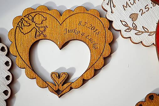 Svadobná drevená magnetka (srdce a labúťky zlatá)