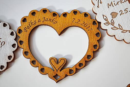 Svadobná drevená magnetka (srdce a labútky zlatá 2)