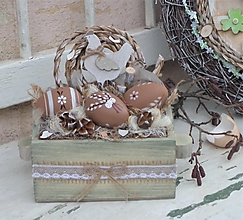 Dekorácie - Veľkonočná dekorácia v drevenej bedničke - 13191179_
