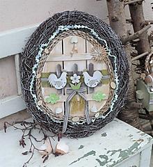 Dekorácie - Veľkonočné vajce z brezového prútia s kohútikmi - 13191237_