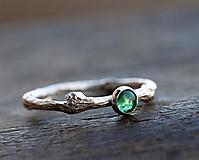Prstene - Vetvičkový strieborný so smaragdom - 13194214_