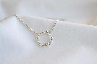 Náhrdelníky - Strieborný náhrdelník s guličkami - 13197101_