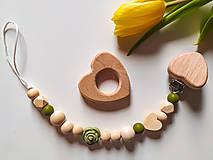Detské doplnky - Retiazka na cumlík srdce - zelená - 13198441_
