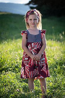 Detské oblečenie - Dievčenské šaty s háčkovaným živôtikom (Červené palmy) - 13198518_