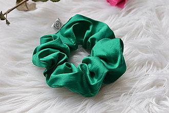 Ozdoby do vlasov - Hodvábna gumička smaragdovozelená - 13199632_