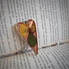Dobrý obchod - Náhrdelník srdce kvetiny - 13199639_