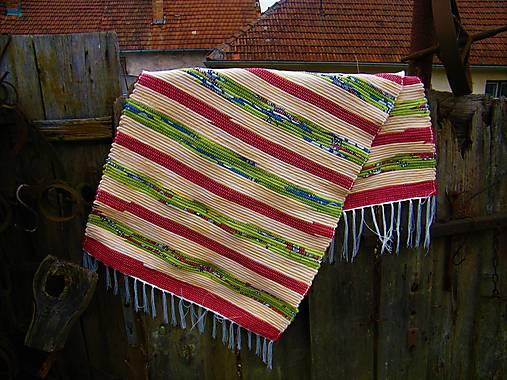 Tkaný koberec pestrofarebný 16