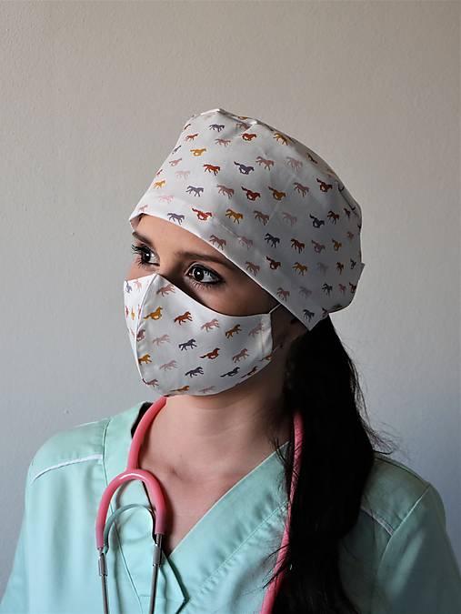 Dizajnová operačná / chirurgická čiapka kone mini