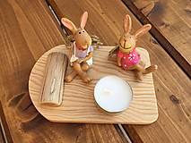Dekorácie - na drevenom lopáriku zajko + zajkuľka  1 - 13213555_