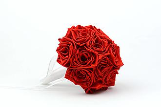 Kytice pre nevestu - Saténová kytica svadobná červená ruže - 13217493_