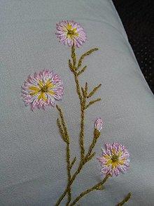 Úžitkový textil - Neha (ručne vyšívaný vankúš) - 13221833_