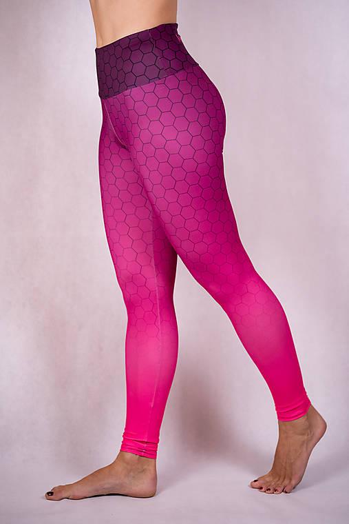 Nohavice - Funkčné legíny - purple hexagon - 13220152_