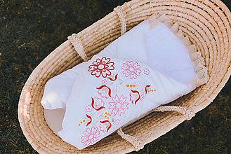 Textil - Rozkvitnuté zavinovačky (Červenoružová výšivka) - 13224880_