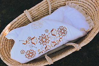 Textil - Rozkvitnuté zavinovačky (Hnedá výšivka) - 13224898_