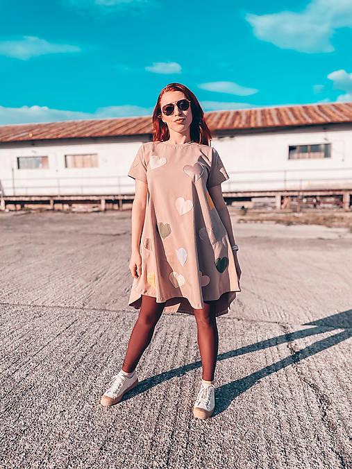 Šaty - Kruhové oversize šaty so srdiečkami - 13223434_