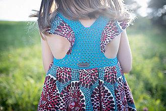Detské oblečenie - Dievčenské šaty s háčkovaným živôtikom (Nevädza) - 13226266_